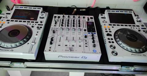 Pioneer_CDJ3000Whitea